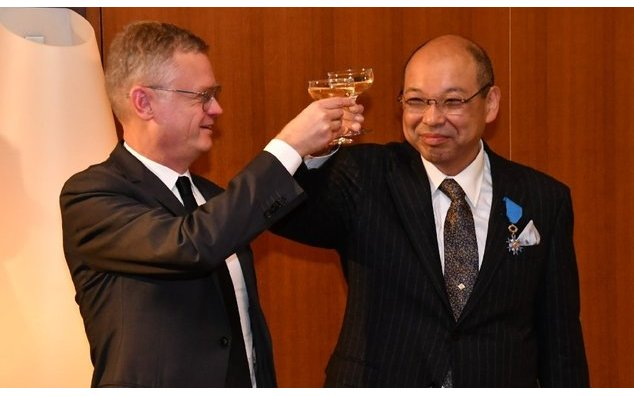 MM. Naoki Ohashi et Laurent Pic, ambassadeur de France au Japon