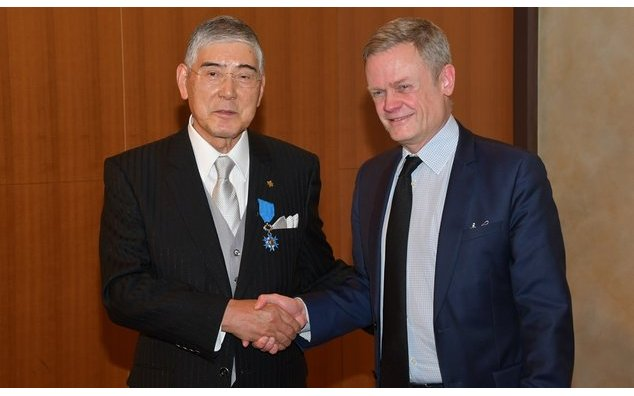 MM. Toshikazu Hosoda et Laurent Pic, ambassadeur de France au Japon